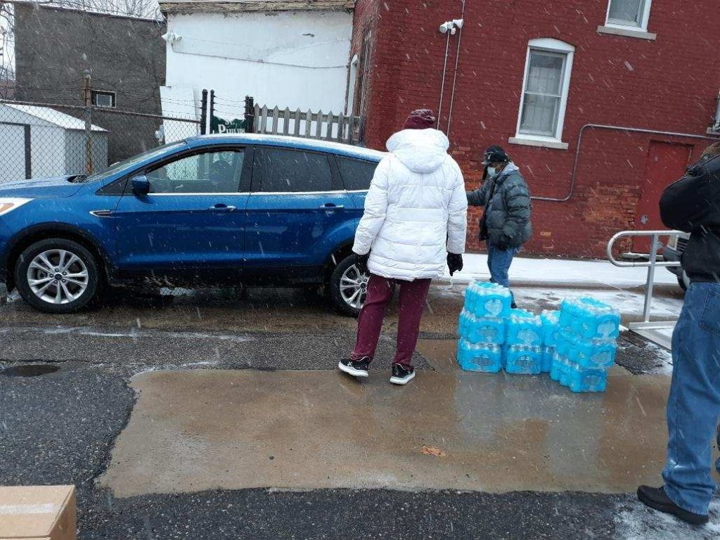 Food-and-Water-community-giveaway-St.-Philips-Lutheran-Detroit